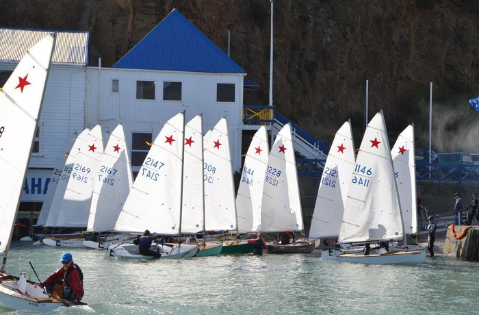 Fleet sailing at Naval Point Yacht Club